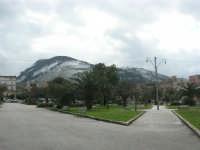 Piazza della Repubblica e monte Bonifato innevato - 15 febbraio 2009   - Alcamo (2765 clic)