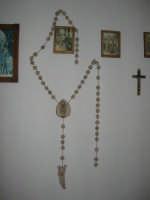 La Madonna di lu Tribonu - Cappella dedicata alla Madonna del Ladro Buono (Via per Monte Bonifato): interno - 27 agosto 2007    - Alcamo (776 clic)