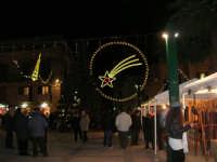 mercatino dell'artigianato in piazza Ciullo - illuminazione natalizia - 17 dicembre 2008  - Alcamo (811 clic)