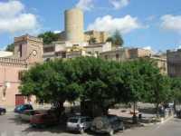 Piazza Libertà e torre cilindrica del Castello - 28 giugno 2009   - Salemi (3031 clic)