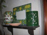 Cous Cous Fest 2007 - Expo Village - itinerario alla scoperta dell'artigianato, del turismo, dell'agroalimentare siciliano e dei Paesi del Mediterraneo - ceramiche - 28 settembre 2007   - San vito lo capo (794 clic)
