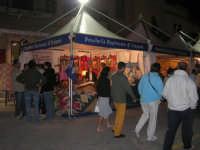 Cous Cous Fest 2007 - Expo Village - itinerario alla scoperta dell'artigianato, del turismo, dell'agroalimentare siciliano e dei Paesi del Mediterraneo - tessitura artigianale di tappeti ericini, da Buseto Palizzolo (TP)- 28 settembre 2007   - San vito lo capo (817 clic)