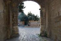 dal Baglio Isonzo la fontana nella piazzetta - 3 marzo 2008  - Scopello (812 clic)