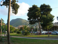 dalla villa di Piazza della Repubblica il Monte Bonifato - 30 aprile 2007  - Alcamo (1078 clic)