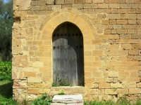 Chiesa della SS. Trinità di Delia: particolare - 22 aprile 2007    - Castelvetrano (1278 clic)