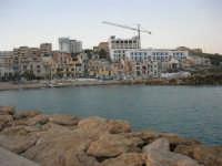 dalla passeggiata sul mare il paese - 1 agosto 2007  - Marinella di selinunte (735 clic)
