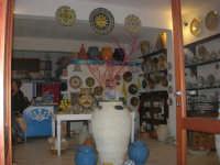 Cous Cous Fest 2007 - Expo Village - itinerario alla scoperta dell'artigianato, del turismo, dell'agroalimentare siciliano e dei Paesi del Mediterraneo - ceramiche - 28 settembre 2007   - San vito lo capo (806 clic)