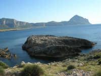 Macari - l'Isulidda - la costa fino al monte Cofano ed un pizzico del monte Erice - 20 maggio 2007  - San vito lo capo (844 clic)