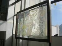 La Natività - bassorilievo su vetro di L. Lorito - 1995 - presso I.C. Pascoli - 19 gennaio 2008  - Castellammare del golfo (1840 clic)