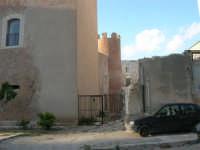 lato est del Castello dei Conti di Modica: lavori in corso - 30 aprile 2007  - Alcamo (1053 clic)