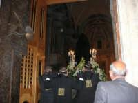 Venerdì Santo: processione del Cristo Morto e dell'Addolorata - piazza Ciullo - rientro nella Chiesa di Sant'Oliva - 21 marzo 2008   - Alcamo (939 clic)