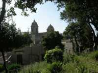 dal Balio la cupola ed il campanile della chiesa di San Giuliano - 22 maggio 2009  - Erice (2119 clic)