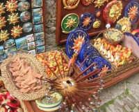 souvenir sull'acciottolato - 1 maggio 2008  - Erice (1041 clic)