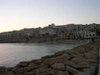 dalla passeggiata sul mare il paese - 1 agosto 2007  - Marinella di selinunte (863 clic)
