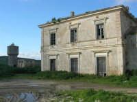 vecchia stazione ferroviaria in disuso e torre idrica - 9 marzo 2008   - Sambuca di sicilia (2317 clic)