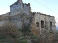ruderi del paese distrutto dal terremoto del gennaio 1968 - 2 ottobre 2007    - Poggioreale (793 clic)