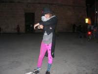 Cous Cous Fest 2007 - Artista di strada si esibisce in piazza Santuario - 28 settembre 2007   - San vito lo capo (663 clic)