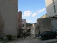 lato est del Castello dei Conti di Modica: lavori in corso - 30 aprile 2007  - Alcamo (980 clic)