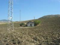 casa in mezzo al campo - 4 ottobre 2007  - Calatafimi segesta (1273 clic)