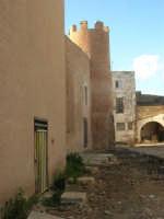 lato est del Castello dei Conti di Modica: lavori in corso - 30 aprile 2007  - Alcamo (883 clic)