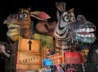Carnevale 2008 - XVII Edizione Sfilata di Carri Allegorici - Madagascar fuga da ... - Comitato Carnevale Valderice (Scuola Sec. di 1° grado G. Mazzini Valderice) - 3 febbraio 2008   - Valderice (1257 clic)
