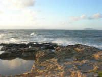 Capo Lilybeo - all'orizzonte le isole Egadi - 1 febbraio 2009   - Marsala (2870 clic)