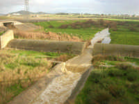 corso d'acqua dopo le abbondanti piogge della notte precedente - 1 febbraio 2009  - Erice (4600 clic)