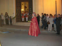 2° Corteo Storico di Santa Rita - Dinanzi la Chiesa S. Antonio - seconda uscita - Dama con i segni della Santa - 17 maggio 2008  - Castellammare del golfo (540 clic)
