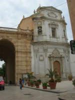 Porta Garibaldi e Santuario Maria SS. Addolorata - 24 settembre 2007  - Marsala (1105 clic)