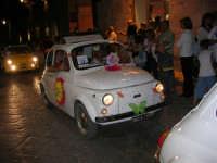Notte Bianca - Si festeggiano i 50 anni della mitica  500: sfilata nel corso IV Aprile (cassaru strittu)- (19)- 10 agosto 2007  - Alcamo (1168 clic)