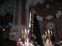 Venerdì Santo: processione del Cristo Morto e dell'Addolorata - all'interno della Chiesa di Sant'Oliva - 21 marzo 2008   - Alcamo (1129 clic)