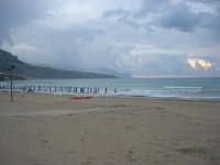 spiaggia Plaja - ritorno all'inverno - 2 giugno 2007  - Castellammare del golfo (822 clic)