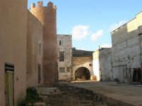 lato est del Castello dei Conti di Modica: lavori in corso - 30 aprile 2007  - Alcamo (895 clic)