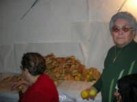 Gli altari di San Giuseppe: pani e limoni da donare ai visitatori - 18 marzo 2006  - Balestrate (2390 clic)