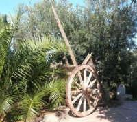 antico carretto nel giardino del Ristorante Alfredo - 24 febbraio 2008   - San vito lo capo (582 clic)