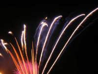 spettacolo piromusicale in piazza Bagolino, in occasione dei festeggiamenti in onore di Maria Santissima dei Miracoli, Patrona di Alcamo - 18 giugno 2007   - Alcamo (1286 clic)