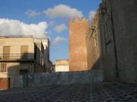 lato nord-est del Castello dei Conti di Modica: lavori in corso - 30 aprile 2007  - Alcamo (1066 clic)