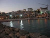 si fa sera: le luci si accendono - 1 agosto 2007  - Marinella di selinunte (1166 clic)