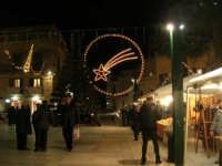 mercatino dell'artigianato in piazza Ciullo - illuminazione natalizia - 17 dicembre 2008  - Alcamo (1091 clic)