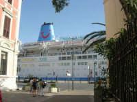 la Thomson Spirit attraccata al molo del porto - 25 maggio 2008  - Trapani (918 clic)