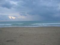 spiaggia Plaja - ritorno all'inverno - 2 giugno 2007  - Castellammare del golfo (659 clic)