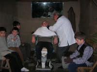 Presepe Vivente presso l'Istituto Comprensivo A. Manzoni, animato da alunni della scuola e da anziani del paese - u varveri - 20 dicembre 2007   - Buseto palizzolo (1098 clic)