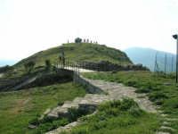 andando verso l'anfiteatro: panorama - 23 aprile 2006   - Prizzi (2293 clic)