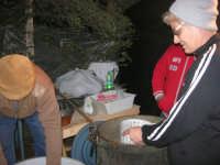 PRESEPE VIVENTE - preparazione della ricotta - I.C. Giovanni Pascoli - 20 dicembre 2008   - Castellammare del golfo (571 clic)