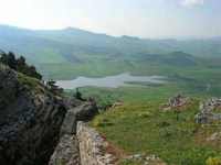 panorama: lago artificiale di Chiusa Sclafani - 23 aprile 2006   - Prizzi (2164 clic)