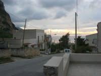Macari: una strada del piccolo borgo - 19 aprile 2009  - San vito lo capo (2123 clic)