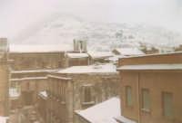 Eccezionale nevicata - Via G. Amendola, Chiesa di Sant'Oliva e monte Bonifato - 1982  - Alcamo (1303 clic)