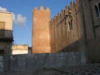 lato nord-est del Castello dei Conti di Modica: lavori in corso - 30 aprile 2007  - Alcamo (979 clic)