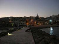 si fa sera: le luci si accendono - 1 agosto 2007  - Marinella di selinunte (1146 clic)