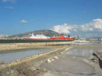 le saline, il porto ed il monte Erice - 28 settembre 2008   - Trapani (979 clic)